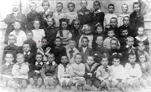 Frans (rood pijltje) in 1914.