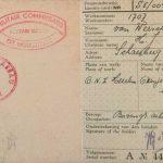 Zijn persoonsbewijs van de Oranje Nassau I. Omdat er zowel Nederlands als Engels op staat kan dit bewijs van 1944 zijn. Vooral omdat er links een stempel staat van de Militair Commissaris.