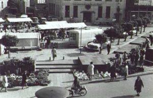 1970. Markt bij de ABN bank.