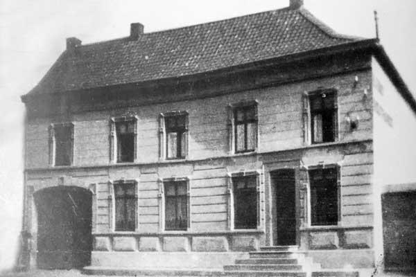 Het woonhuis van de familie Franck dat achter het oude postkantoor stond.