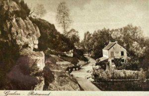 Foto uit ca 1905/1906 van café Weusten aan de Wolfsdriesweg in Berg en Terblijt.